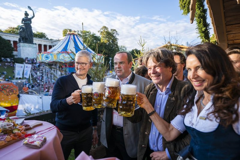 [Bild: tim-cook-oktoberfest-germany.jpeg]